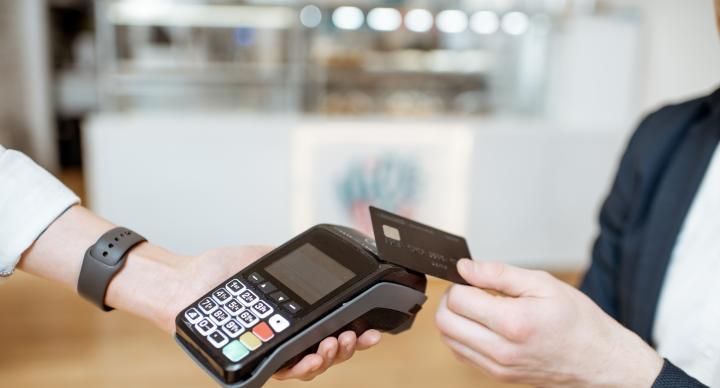 港信用卡撇賬按季增58%