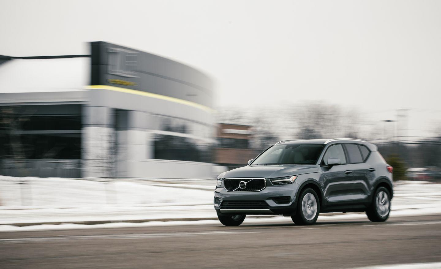 View Every Angle of the 2019 Volvo XC40 T4 in Photos