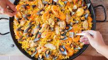 La loca versión de la paella española que indigna en Twitter