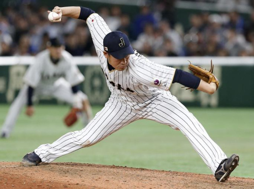 Submarine pitcher Kazuhisa Makita is poised to join the San Diego Padres. (AP)