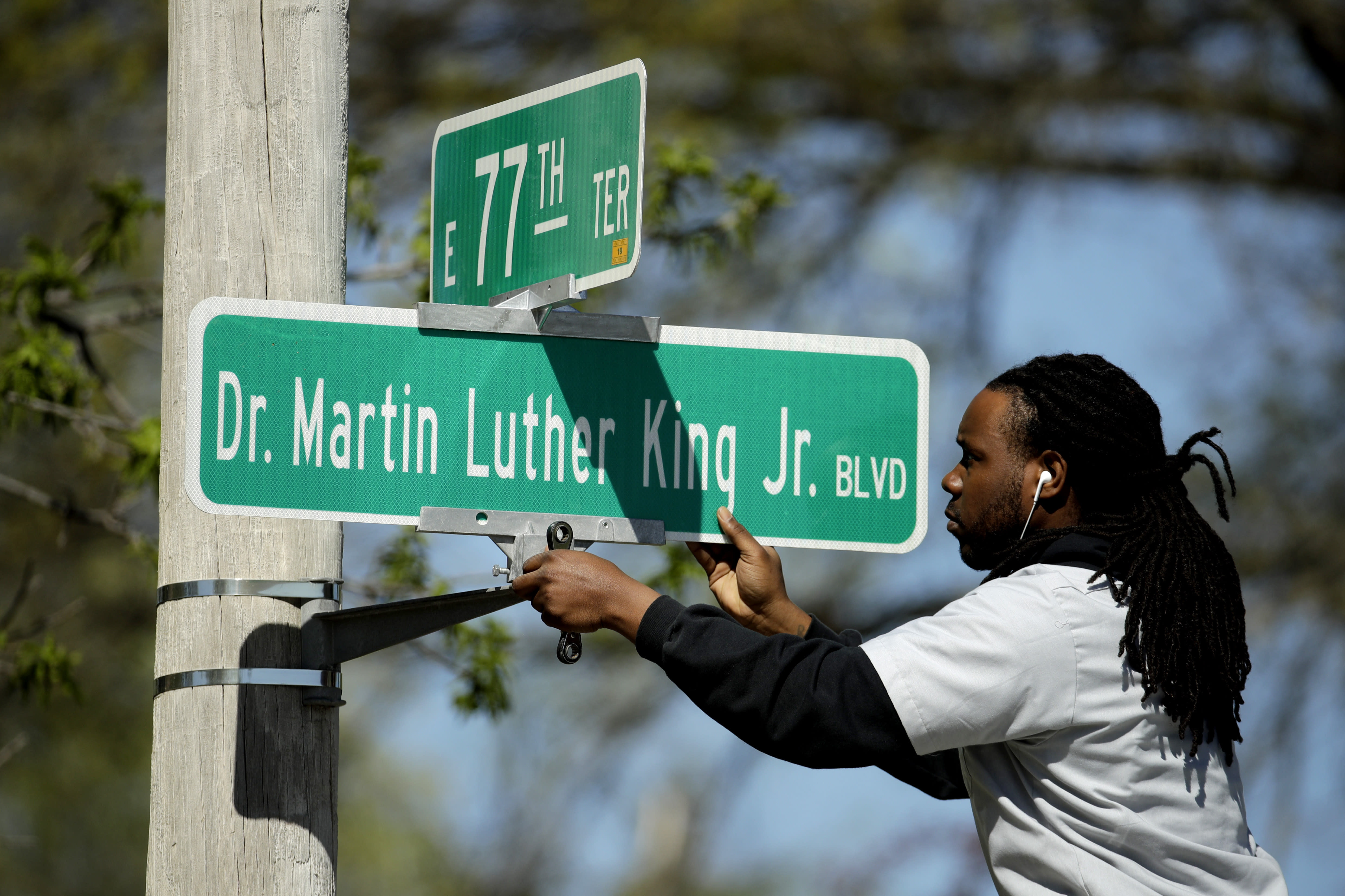 City votes overwhelmingly to remove Martin Luther King's name from historic street - Yahoo News