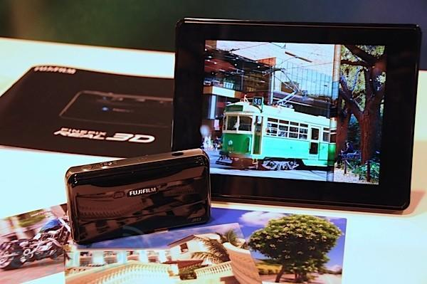 FujiFilm Real 3D camera given a video hands-on by fake 3D journalists