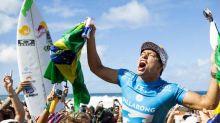 Adriano de Souza anuncia sua aposentadoria do circuito mundial de surfe