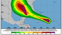 Laura va a Cuba con vientos más fuertes y el huracán Marco se acerca a EE.UU.