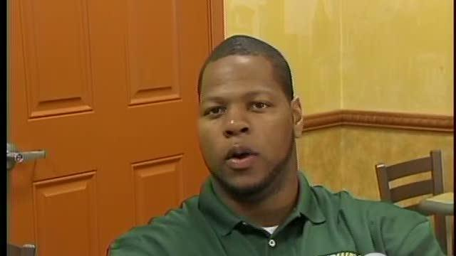 Ndamukong Suh Delivers Avocados to Subway
