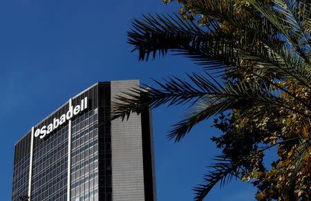 Banco sabadell eval a trasladar parte de su equipo gestor fuera de catalu a - Banco sabadell oficina central ...