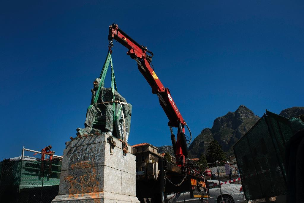 The statue of British colonialist Cecil Rhodes being tied by straps to a crane before its removal at the University of Cape Town on April 9, 2015 (AFP Photo/Rodger Bosch)