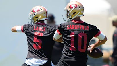 49ers' challenge: How to manage QB controversy