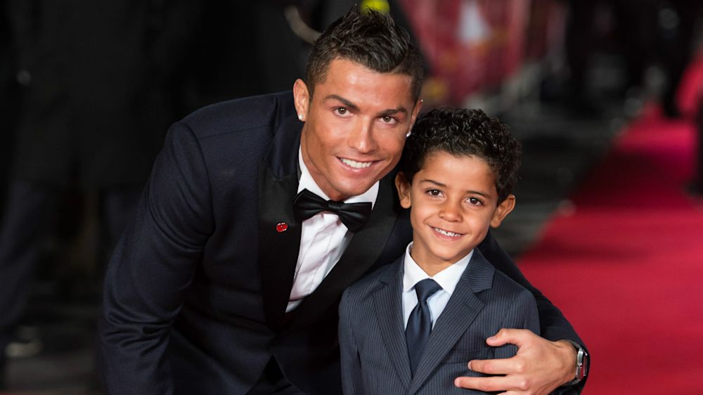 Cristiano Ronaldo divulga golaço de filho e comemora