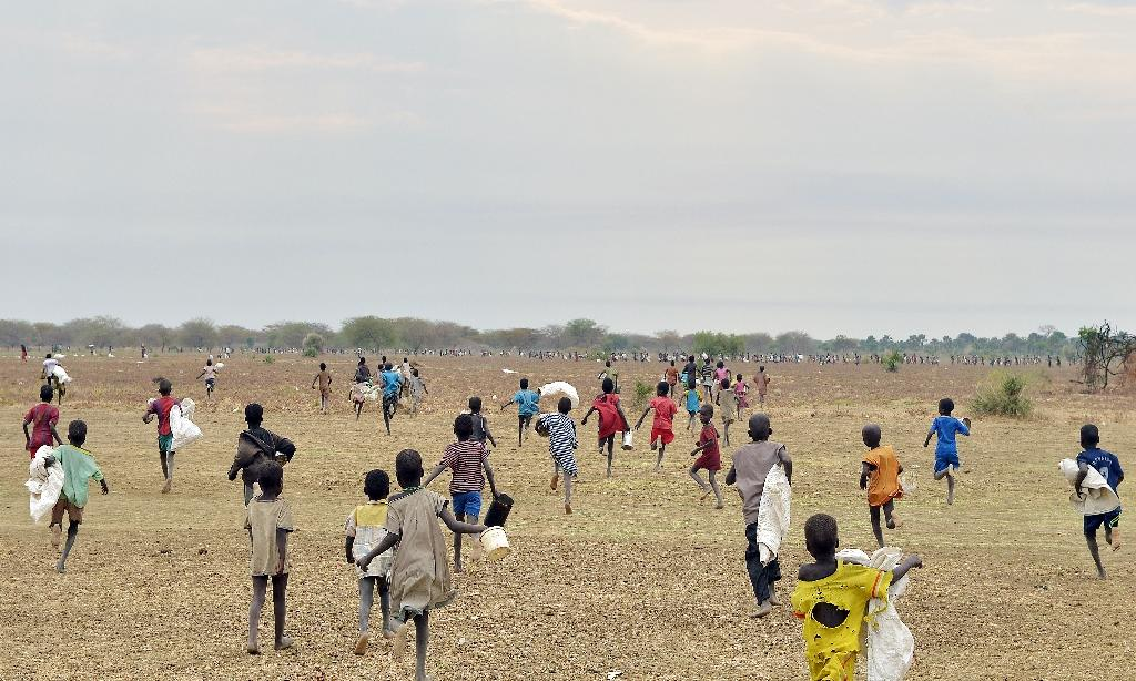 Children rush to a field demarcated for food-drops on February 24, 2015 at the village in Nyal in South Sudan's, Panyijar county (AFP Photo/Tony Karumba)