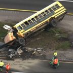 Several hurt in bus crash on Fla. highway