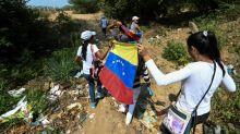 Venezuelanos usam 'rotas alternativas' na fronteira para chegar ao Live Aid