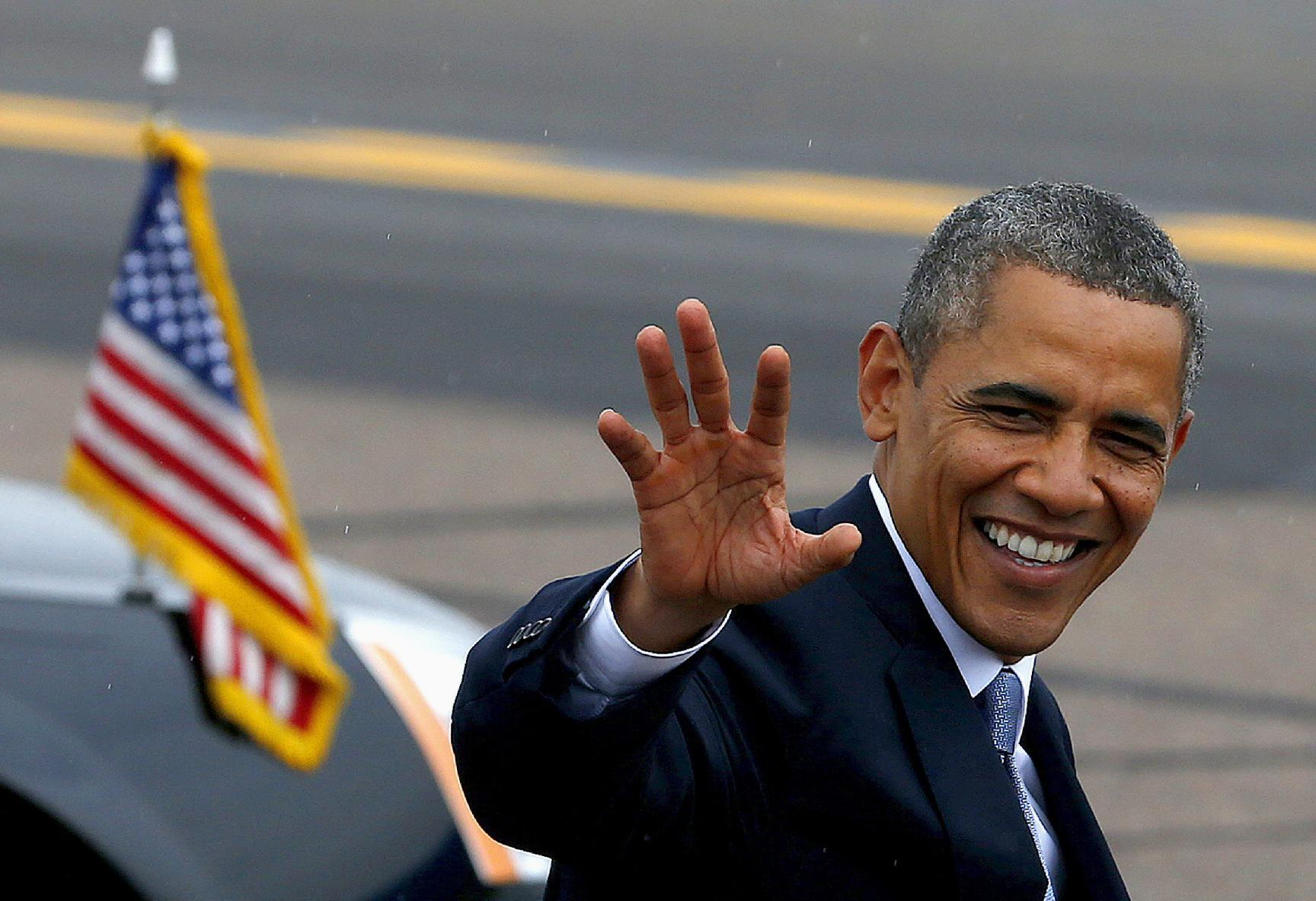 President Barack Obama waves to the crowd as he arrives at Phoenix Sky Harbor International Airport in Phoenix, Tuesday, Aug. 6, 2013, on his way to give a speech on housing and the middle class. (AP Photo/Ross D. Franklin)
