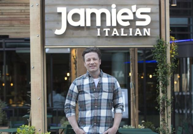 schock im restaurant von jamie oliver pl tzlich regnete es maden. Black Bedroom Furniture Sets. Home Design Ideas