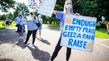 UK medics protest, seeking pay raise after pandemic struggle