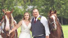 Tierisch schön: Pferd lächelt mit Braut um die Wette