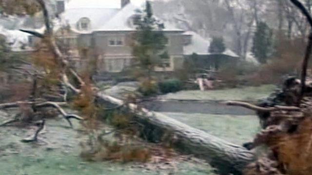 Nor'easter storm slams areas hit by Sandy weather