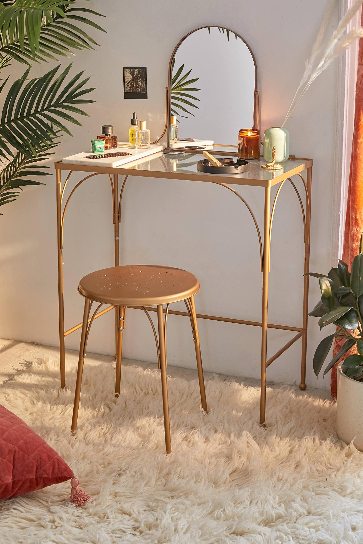 7 Makeup Vanity Tables For Every Small Space Setup
