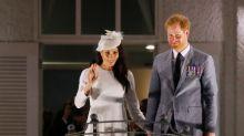 Príncipe Harry e Meghan fazem primeira visita real britânica a Fiji desde golpe de 2006