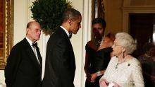Las lágrimas de Isabel II ante el 'nostálgico' regalo de Barack Obama