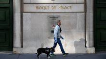 L'économie française devrait reculer de 8,7% cette année, un peu moins durement que prévu, selon la Banque de France