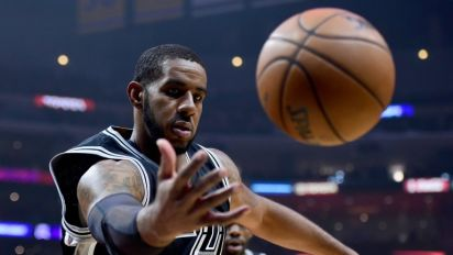 Spurs spank Grizzlies while Mavericks edge Clippers in NBA