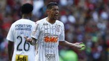 Por que os uniformes de times brasileiros são tão cheios de patrocínios em comparação aos europeus?