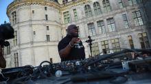 """Le """"roi des DJ"""", Carl Cox, a mixé dans les jardins du château de Chambord"""
