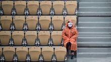 Roland-Garros: la pluie interrompt les matches, sauf sur le Central