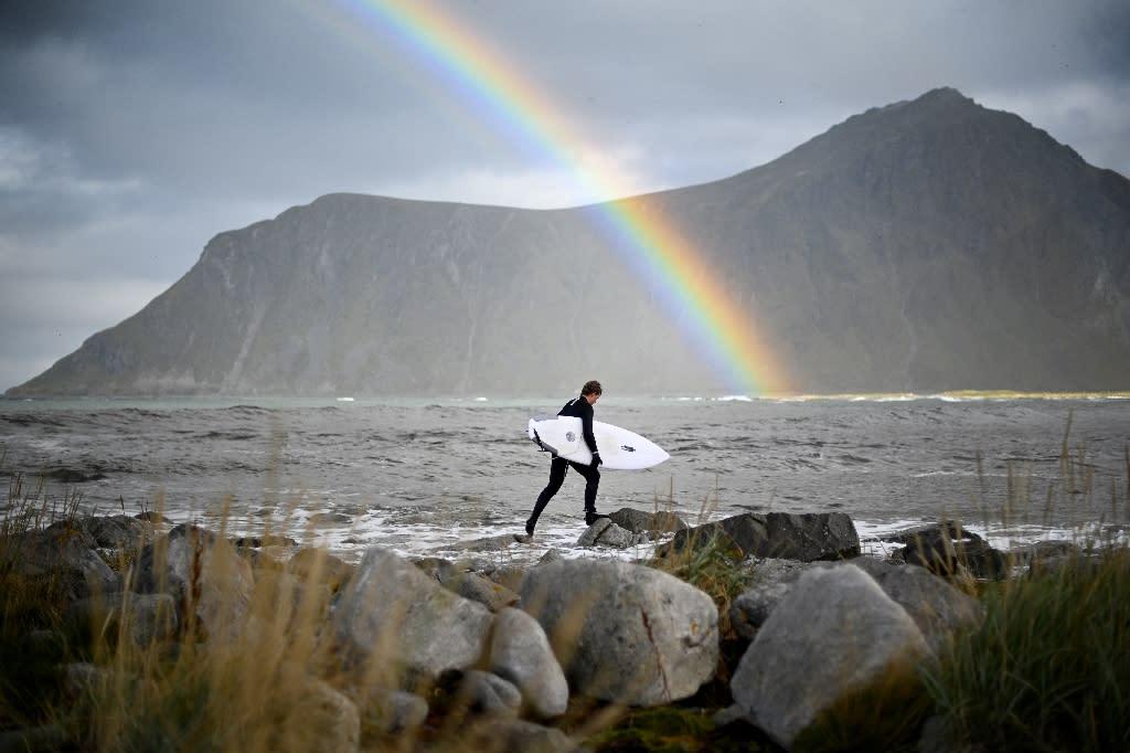 Norwegian surfer Anker Olsen Frantzen, 17, prepares for the Lofoten Masters 2018 surfing competition in the Arctic Circle (AFP Photo/Olivier MORIN)
