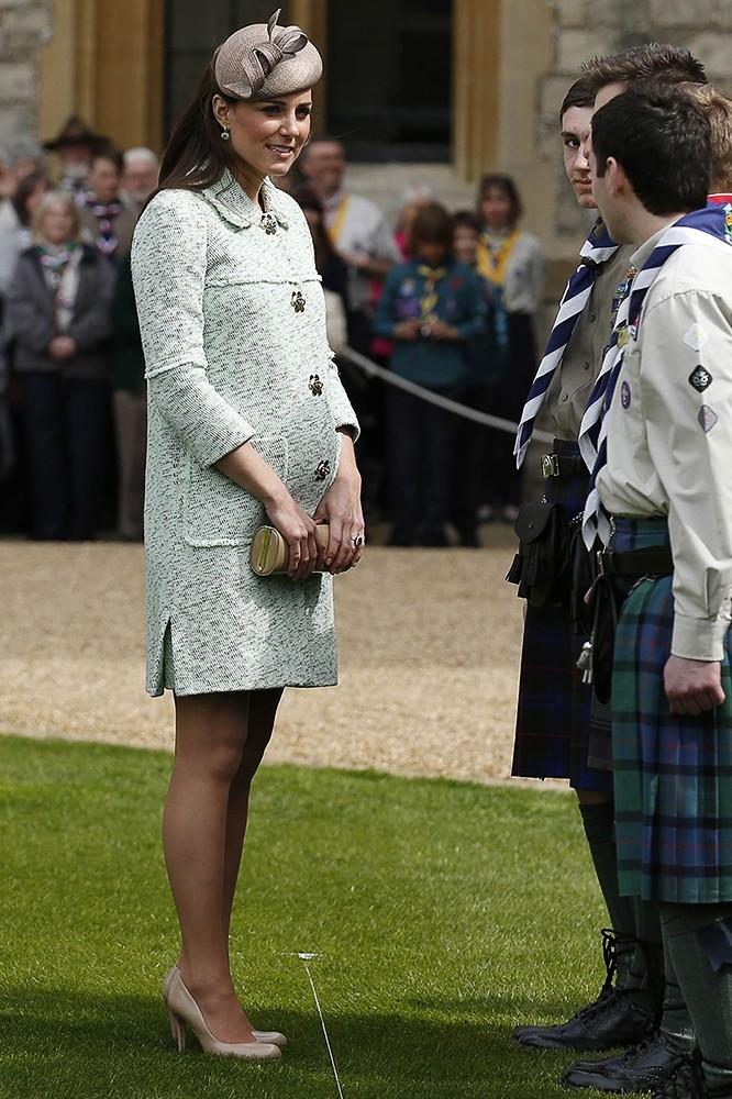 Kate attended the National Review of the Queen's Scouts, wearing a mint green Mulberry Coat, Whiteley fascinator and her L.K. Bennett pumps. As you can see, the Duchess finally popped and her baby bump was fully visible.