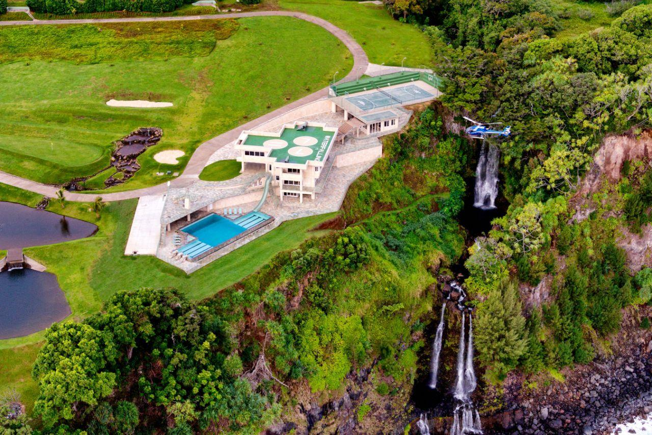 <p>The mansion has views of its own private triple-decker waterfall from every room.</p>