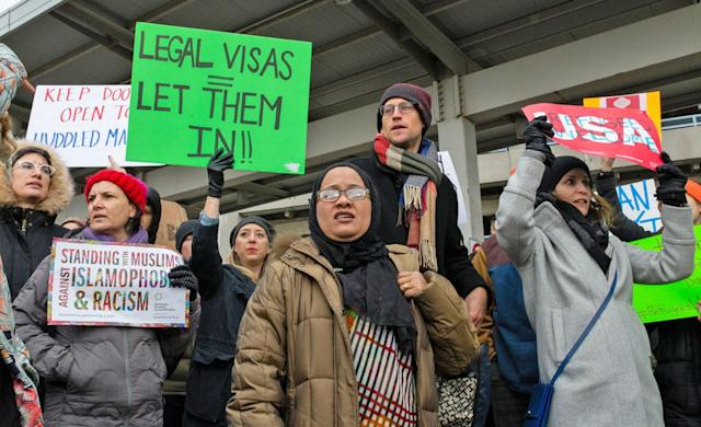 Apple, Microsoft and Uber help staff stranded by Trump ban (update: Airbnb)