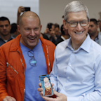 The iPhone 7 might be outselling Apple's brand new iPhone 8 (AAPL)