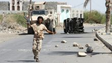 Top Yemen commander killed as rebels hit back