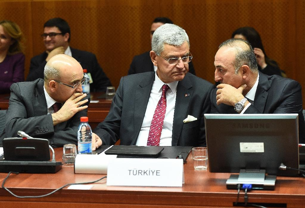 L-R: Turkey's Deputy Prime Minister Mehmet Simsek, European Affairs Minister Volkan Bozkir and Foreign Minister Mevlut Cavusoglu speak during an EU-Turkey Intergovernmental accession conference at the European Council on December 14, 2015 (AFP Photo/Emmanuel Dunand)