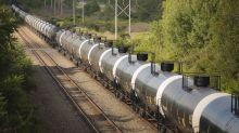 U.S. railroads push against oil industry demands for storage in rail cars