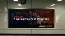 La genial acción para que nos quedemos en casa: llenar las calles de spoilers de series de Netflix