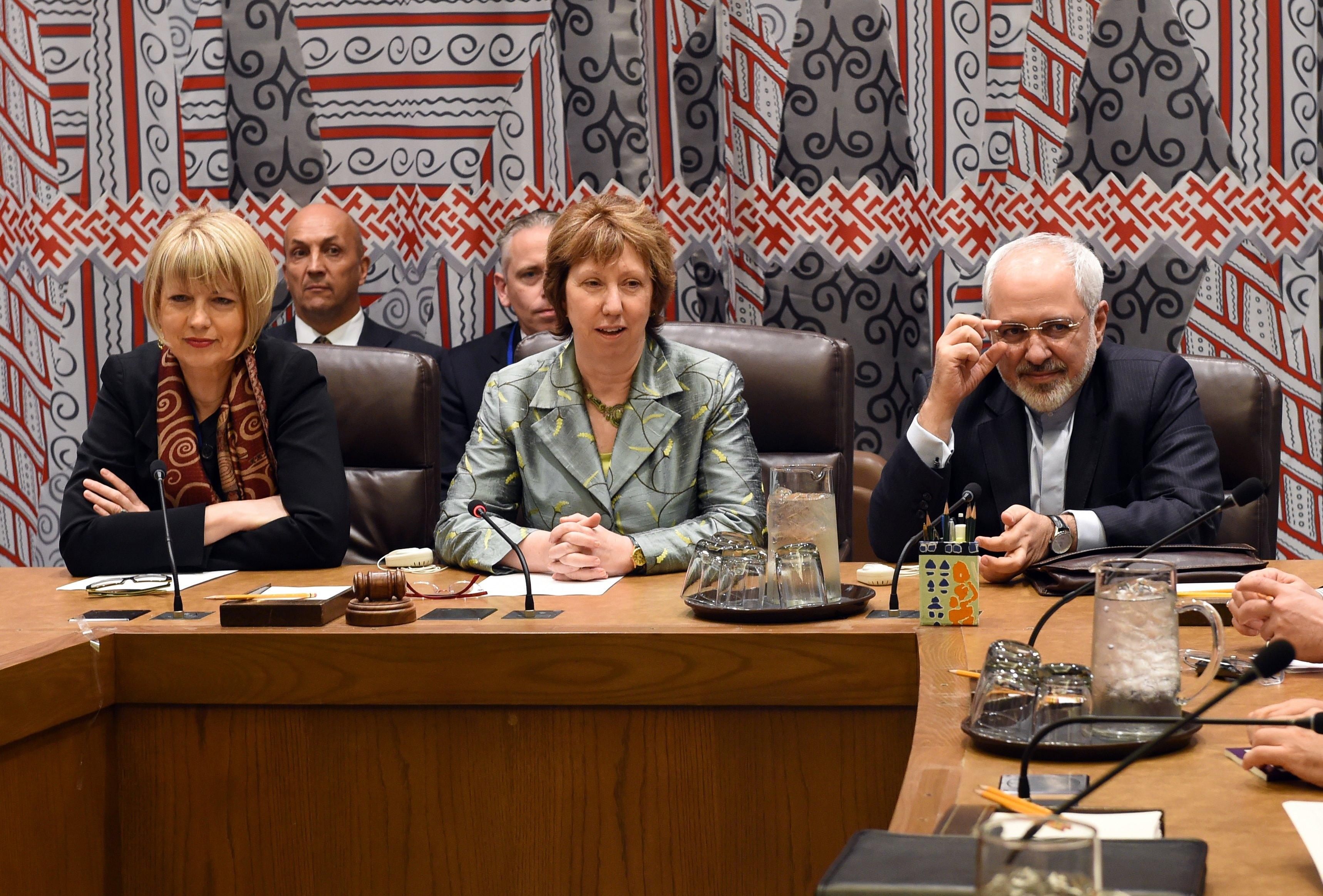 EU foreign affairs chief Catherine Ashton and Iran's FM Mohammad Javad Zarif attend a meeting of the internal E3+3 meeting at the United Nations in New York on September 19, 2014 (AFP Photo/Timothy A. Clary)