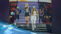 """Taylor Swift & Jennifer Lopez Duet Together, Sing """"Jenny From The Block"""""""