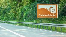 Braune Schilder an den Autobahnen: Was bedeuten sie eigentlich?