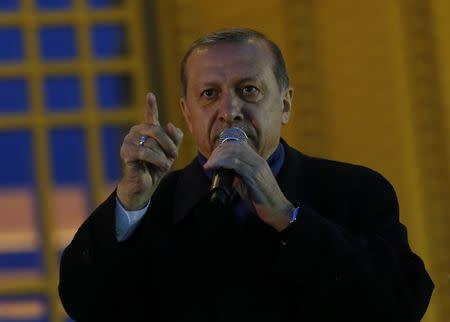 Observador ve riesgo de manipulación en 2,5 millones de votos del referéndum turco