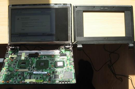 ASUS Eee PC 900 display retrofitted into 701
