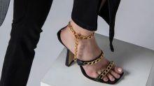 Bella Hadid : comme le top, on craque pour les sandales à chaines By Far