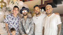 Look de papel-alumínio? Michael Jackson? Neymar viraliza na web com roupa do réveillon