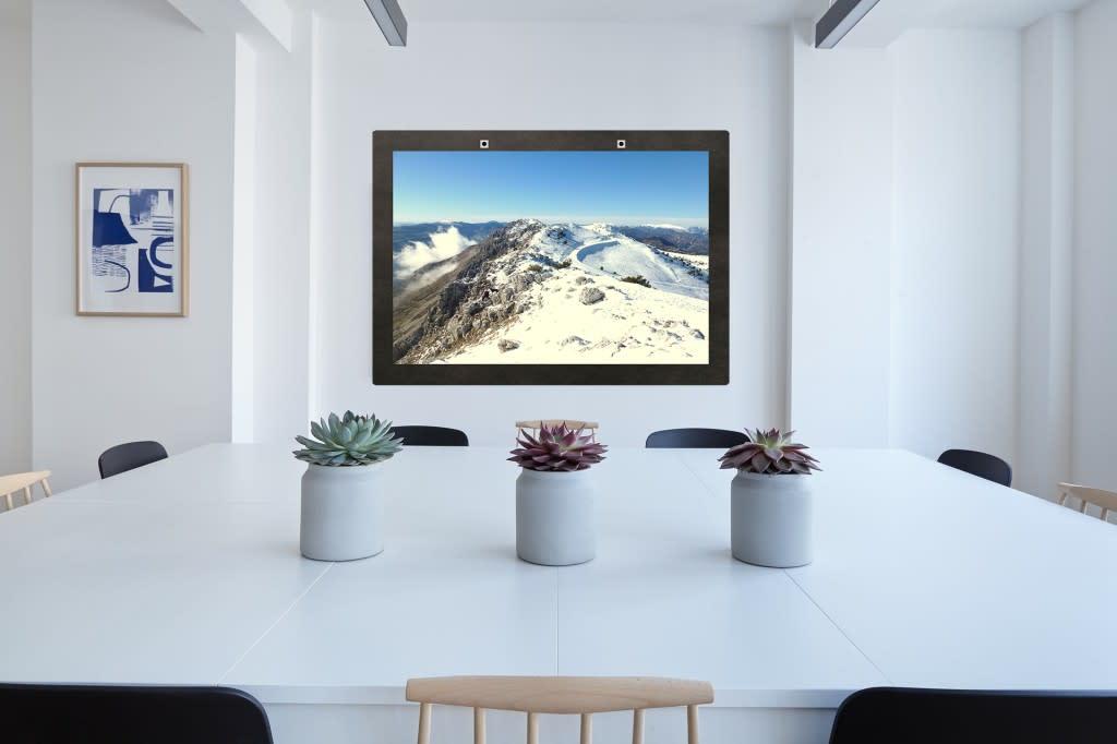 A l'occasion du salon Viva Technology, la startup aixoise WINTUAL a présenté sa fenêtre virtuelle et connectée WinACTIV. Qui n'a jamais rêvé dans un bureau sans fenêtres d'avoir une magnifique vue sur les montagnes ou sur la plage ? C'est maintenant possi