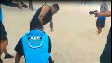 Guarda Municipal imobiliza homem sem máscara com eletrochoque na Praia de Copacabana