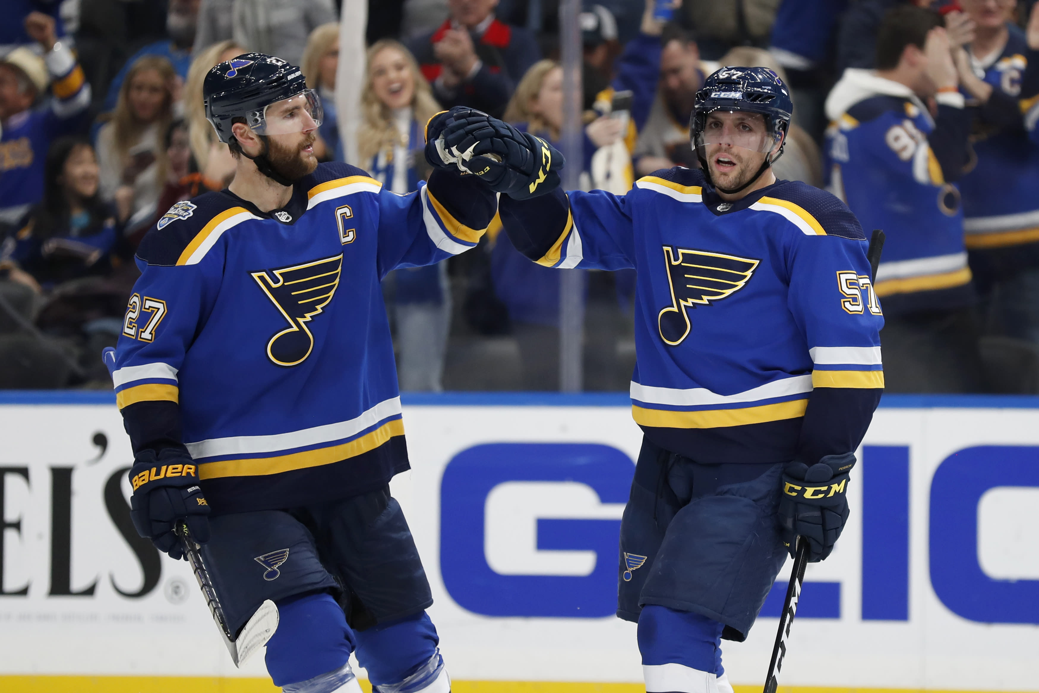Perron scores hat trick, Blues end Avalanche's nine-game point streak