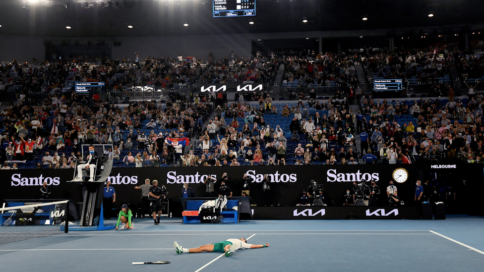 Covid: Australian Open fans criticised for 'booing vaccine'