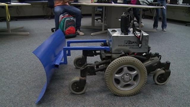 Wisconsin HS students create a snow shoveling robot